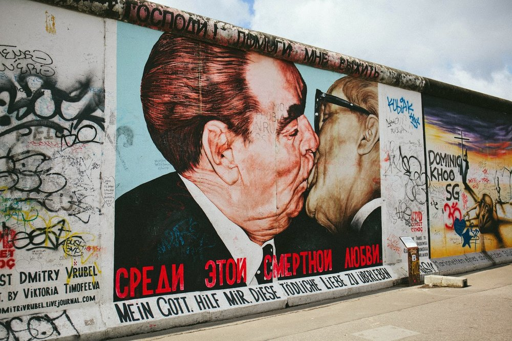 Eastside Gallery (Brezhnev and Honecker)
