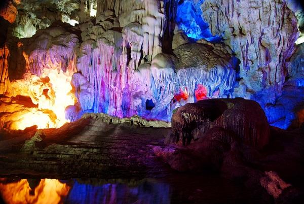 Thiên Cung Cave