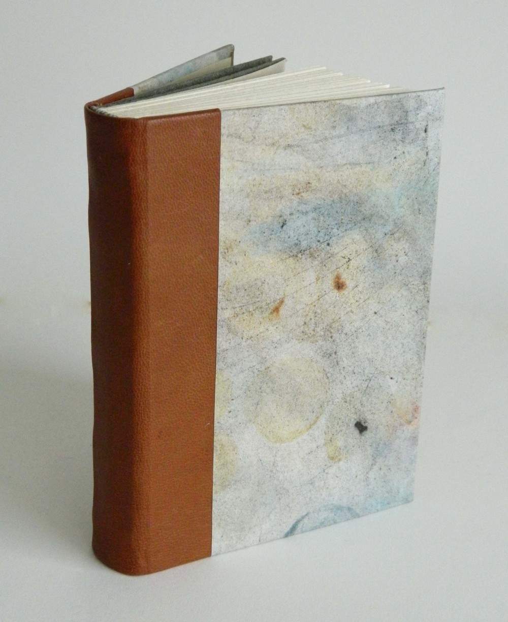 Rounded case binding