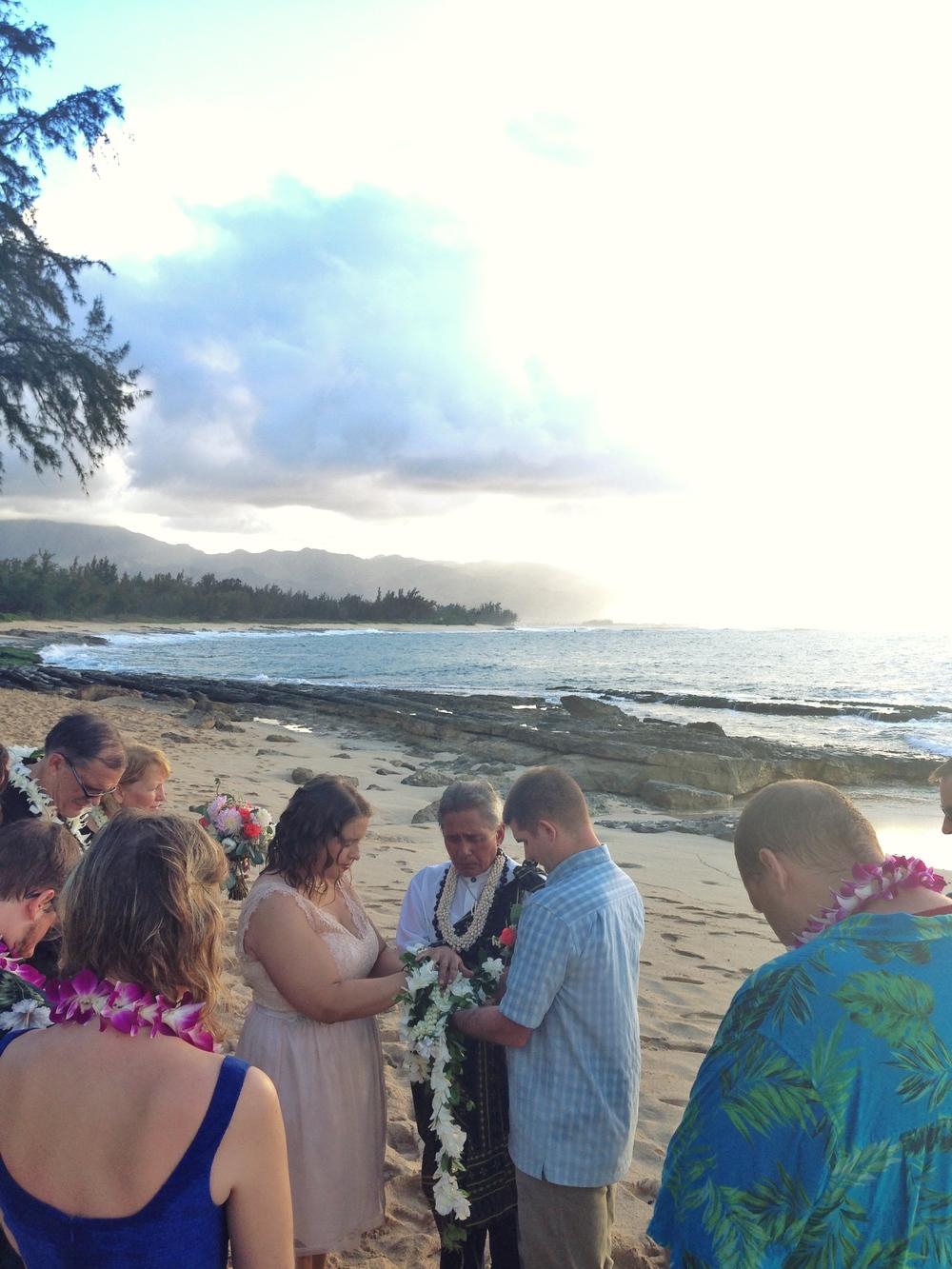 jacqueline-caleb-beach-hawaii-wedding-ceremony