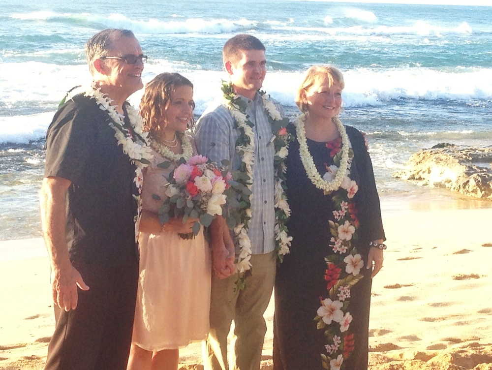 jacqueline-caleb-beach-hawaii-wedding-family