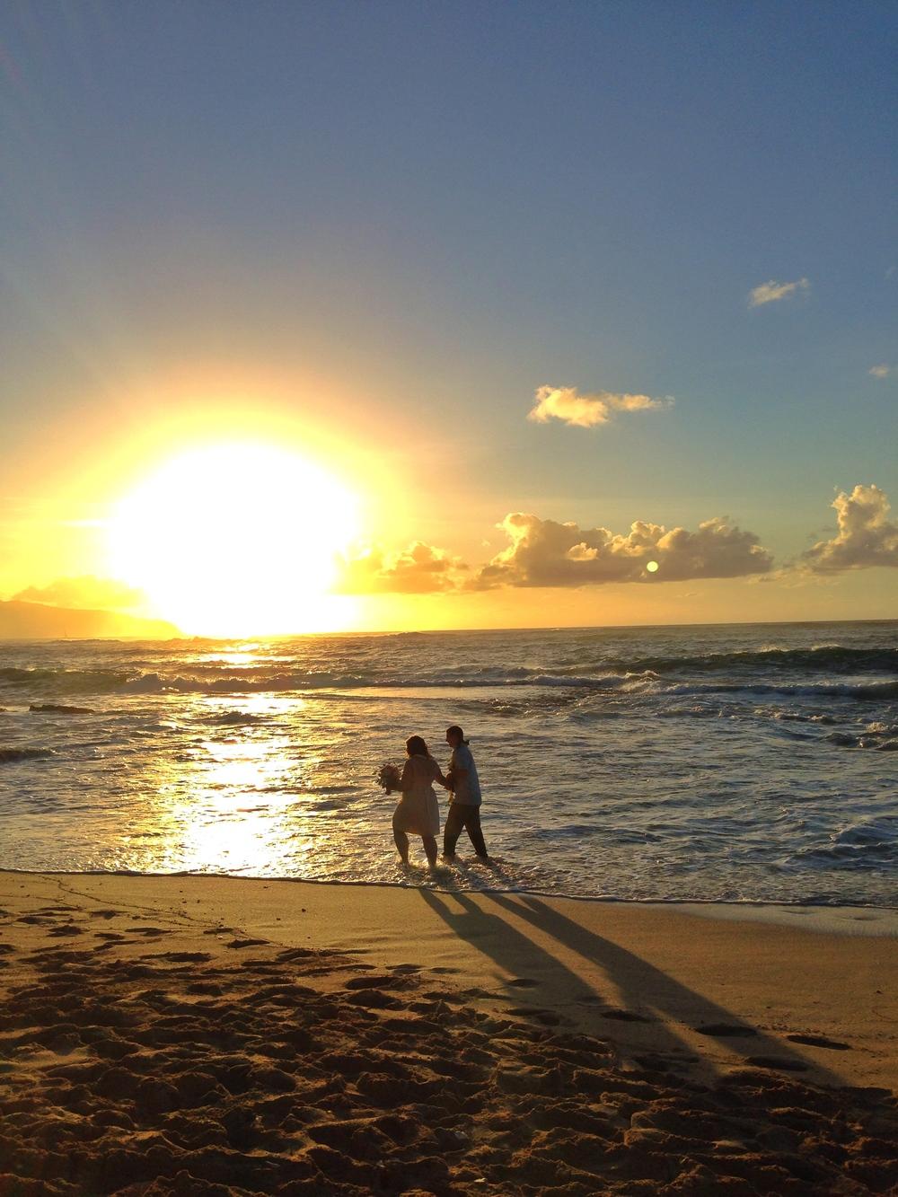 jacqueline-caleb-hawaii-beach-north-shore-sunset