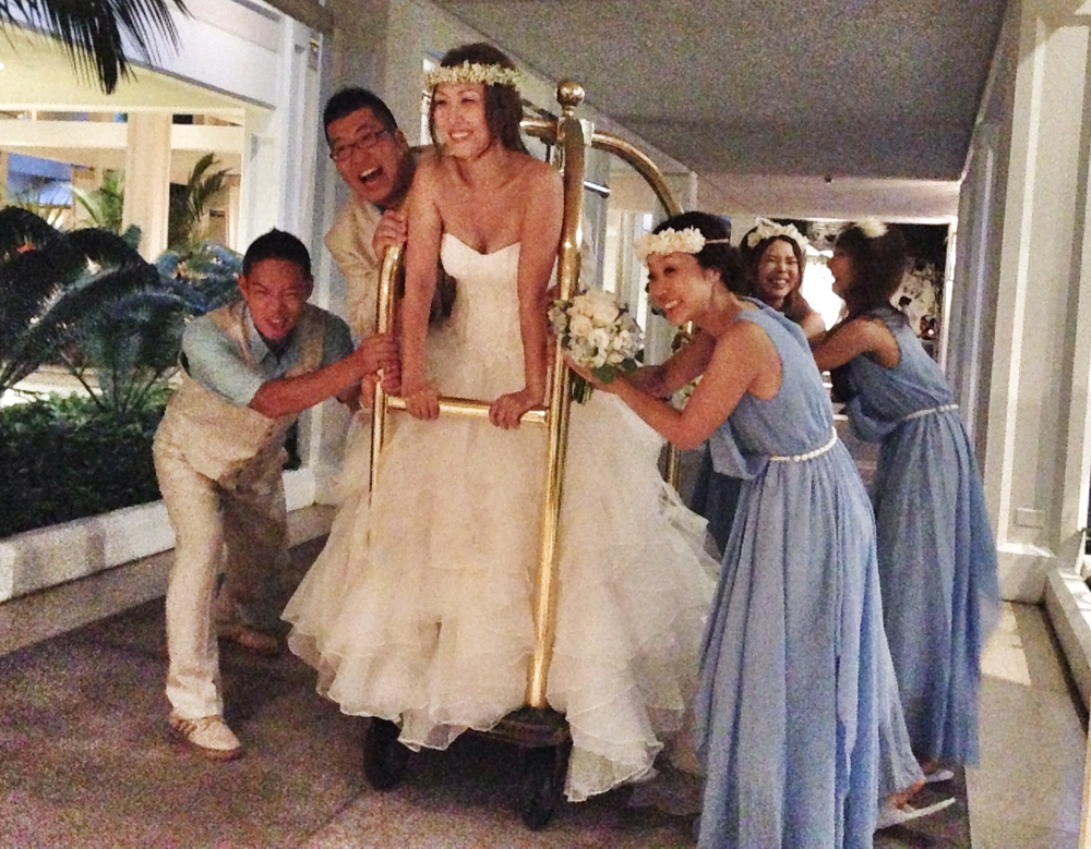 akemi-brett-wedding-party-fun