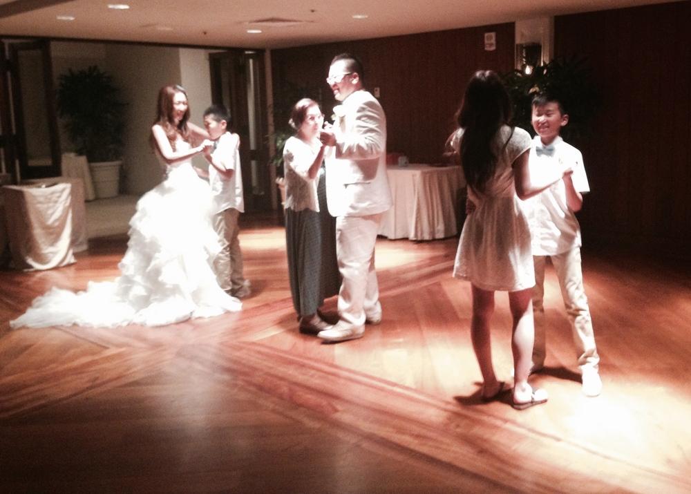 halekulani-wedding-reception-hawaii-dance