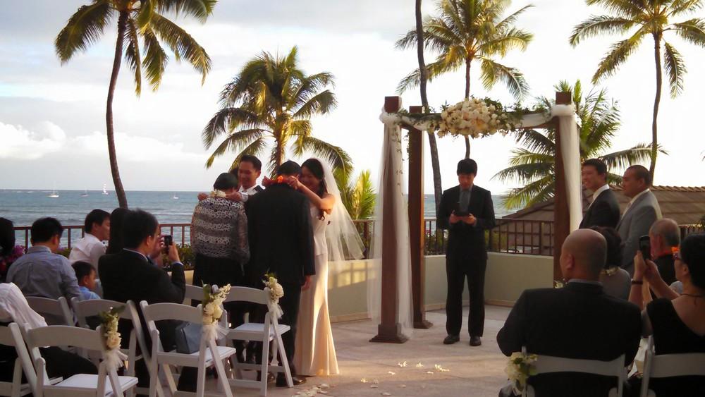 12-hawaii-lei-exchange-ceremony.jpg
