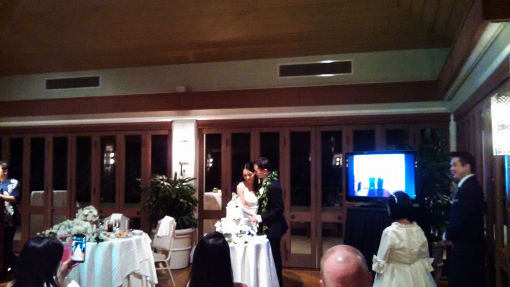 cake-cutting-hawaii-oahu.jpg