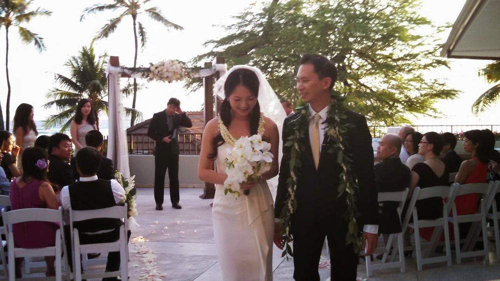halekulani-hau-terrace-ceremony-gordon-bella.jpg