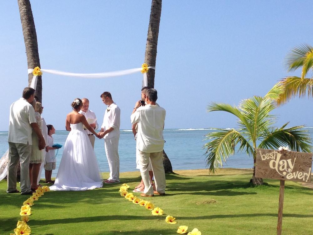 hawaii-beach-wedding-bill-emily