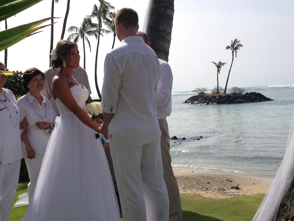 kahala-beach-wedding-bill-emily
