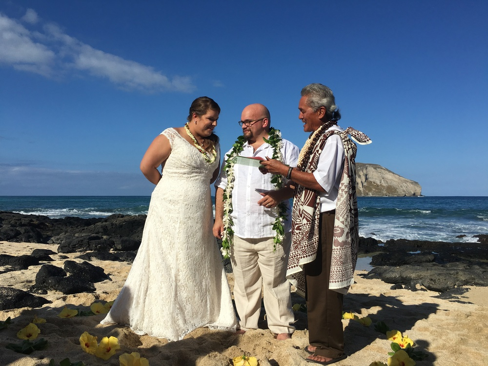 28-small-hawaii-beach-wedding.JPG