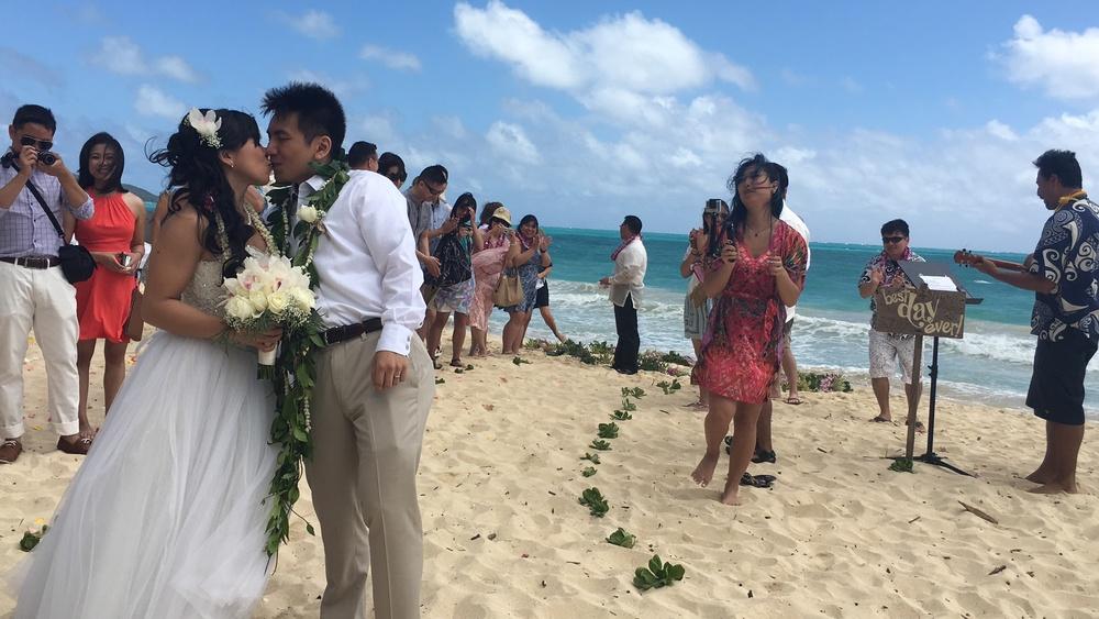 oahu-beach-wedding-ceremony