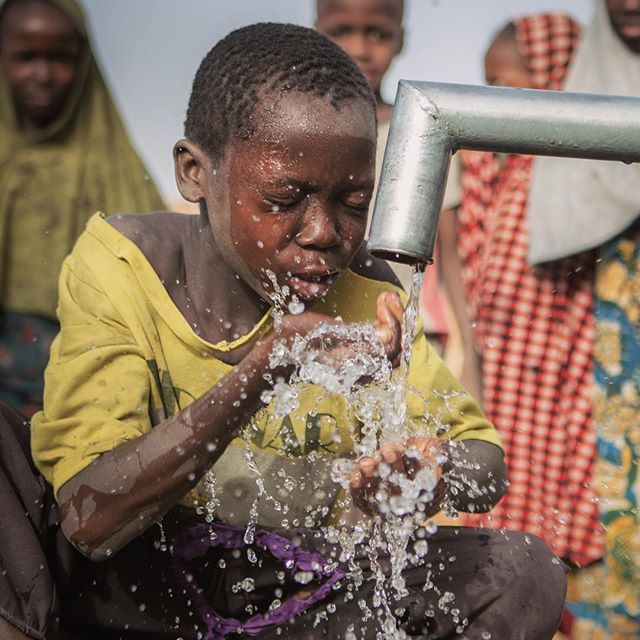 After all the mamas have filled their buckets of water for morning chores, the kids come back to the solar-paneled pump and take turns washing their faces and feet, and take long drinks straight from the pump. Before @malteserinternational installed this pump, they had to walk 30-minutes to find water, which was often dirty and made them sick. From my work documenting the stories of people displaced by Boko Haram in Northern Nigeria.  April 2018 (c) Emily Kinskey / Malteser International