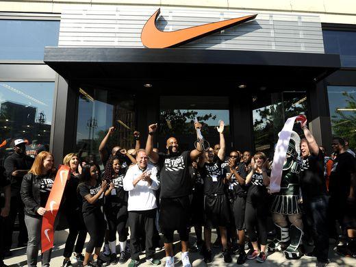 635998681947183612-052616-tm-Nike-Store-Grand-Opening020.jpg
