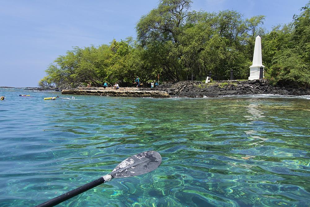 Kayaking near Captain Cook Monument