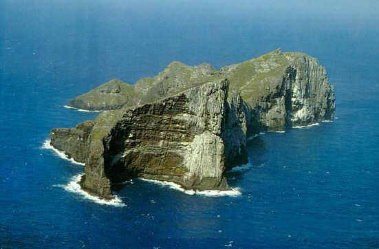 Aerial photo of Nihoa island.By George H. Balazs, NOAA
