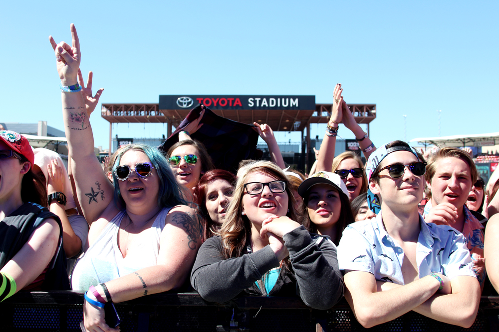 Fans wait for Robert DeLong.  Photo by Tess Cagle