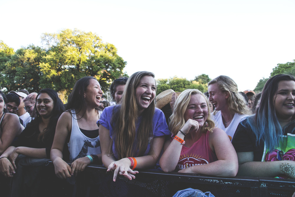 The crowd waits for Misterwives to come on stage.