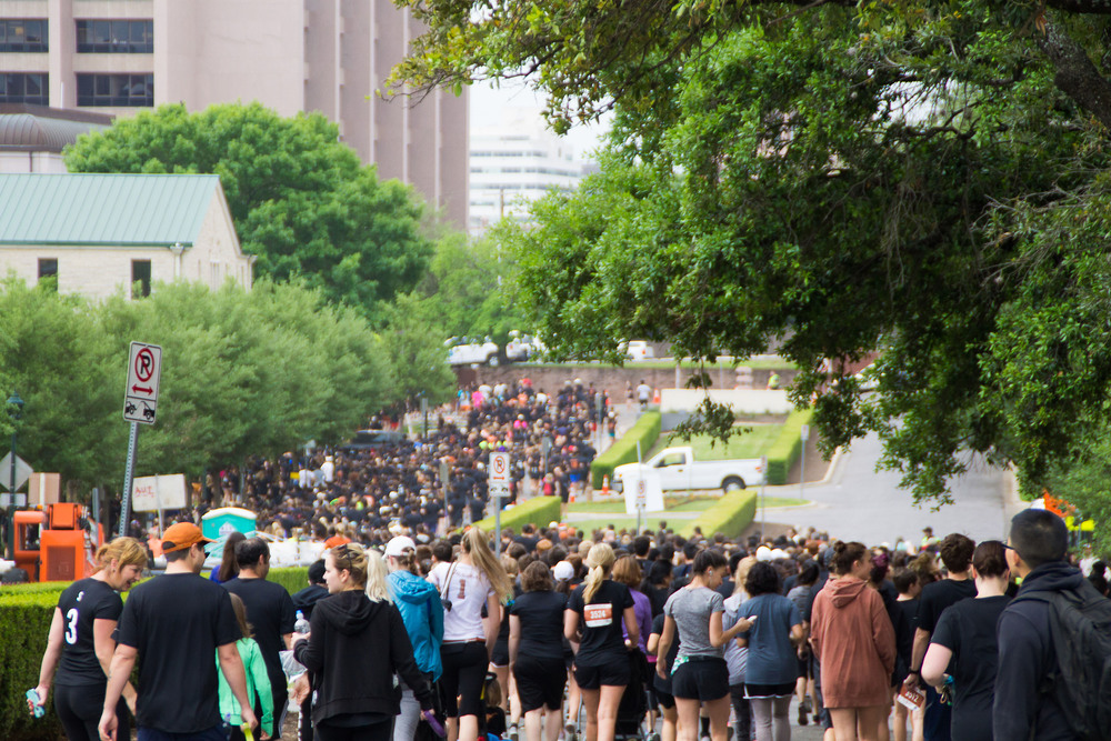 Masses of runners begin the 3 or 6 mile trek around the UT campus. Hundreds of students, faculty, alumni, and fans participated in this year's event.