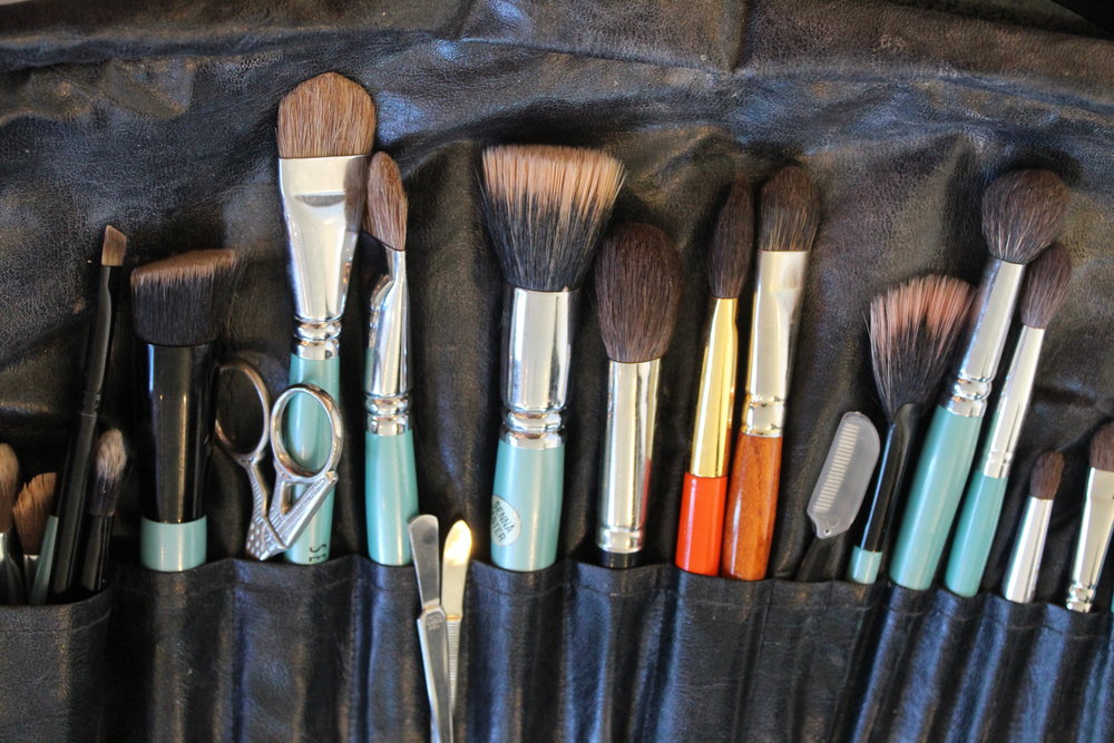 Many sampling brushes like the table for the makeup artists to use on the guests.