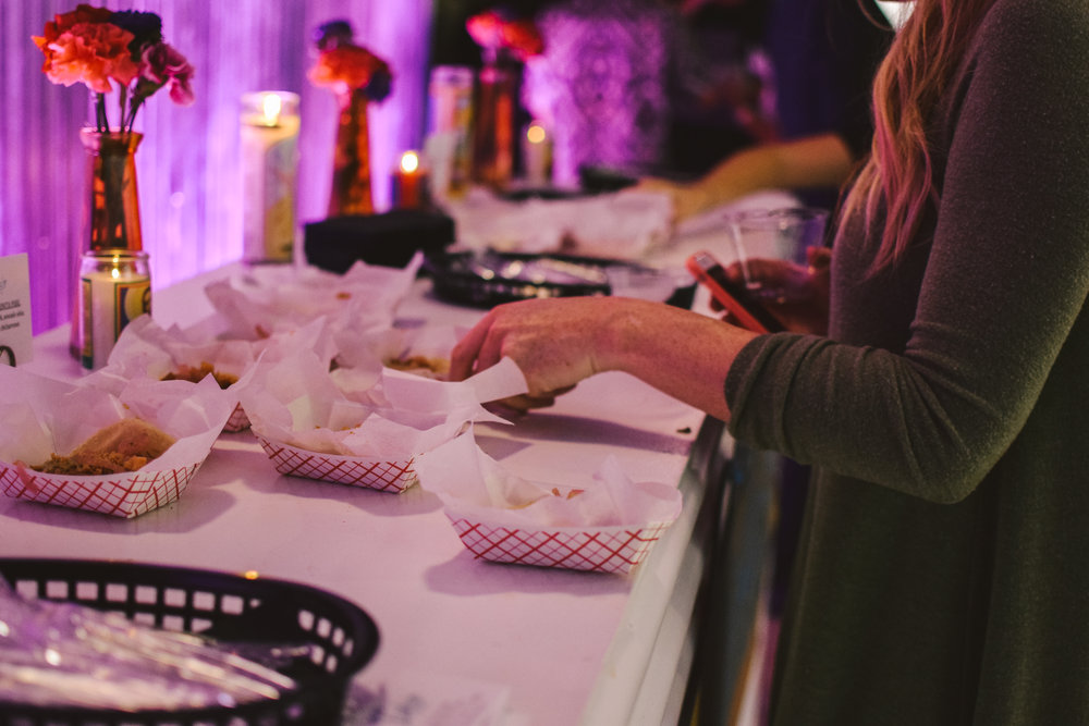 Tacos were provided for attendees during the show.
