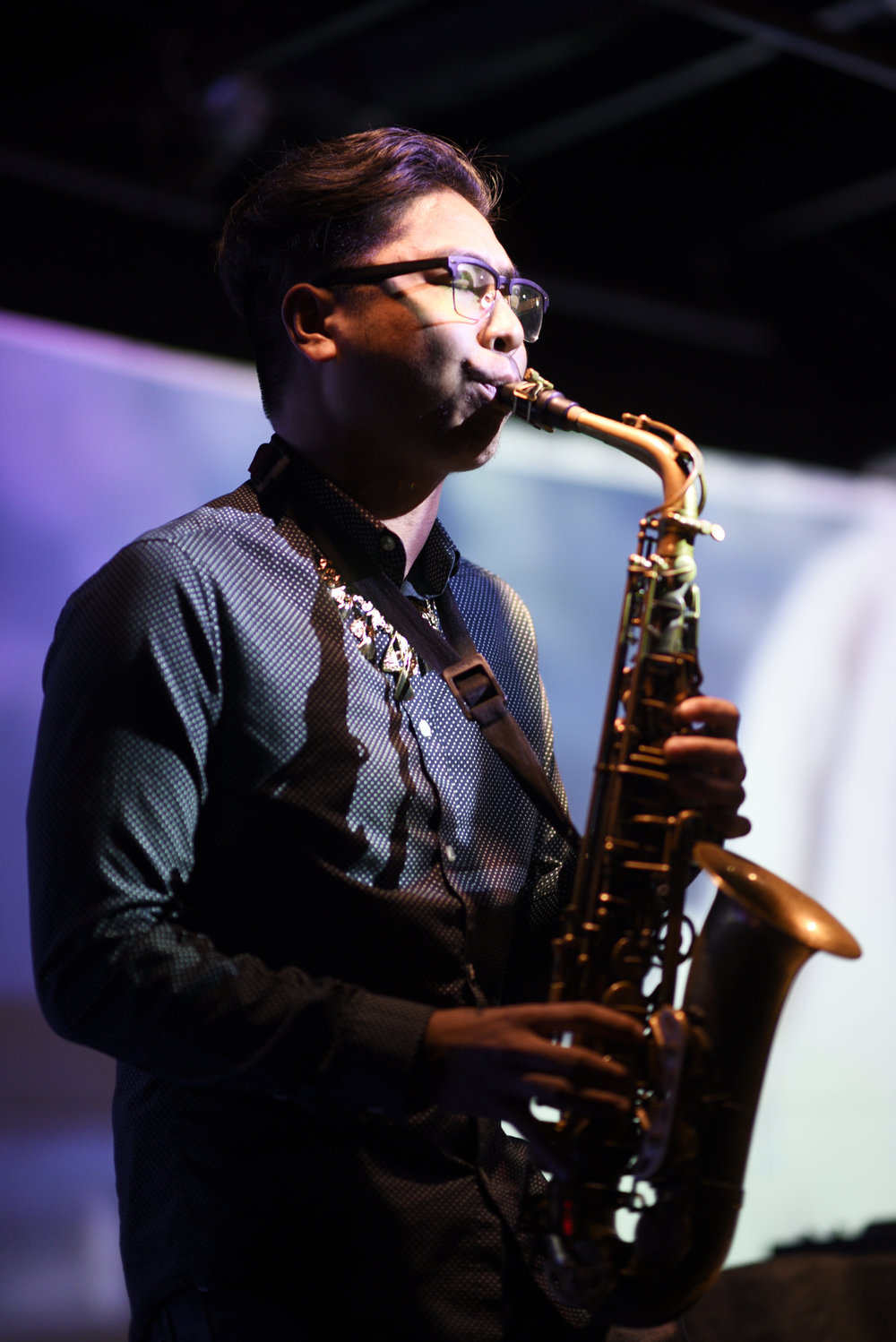 A saxophone player accompanied Kyleeil during his set.