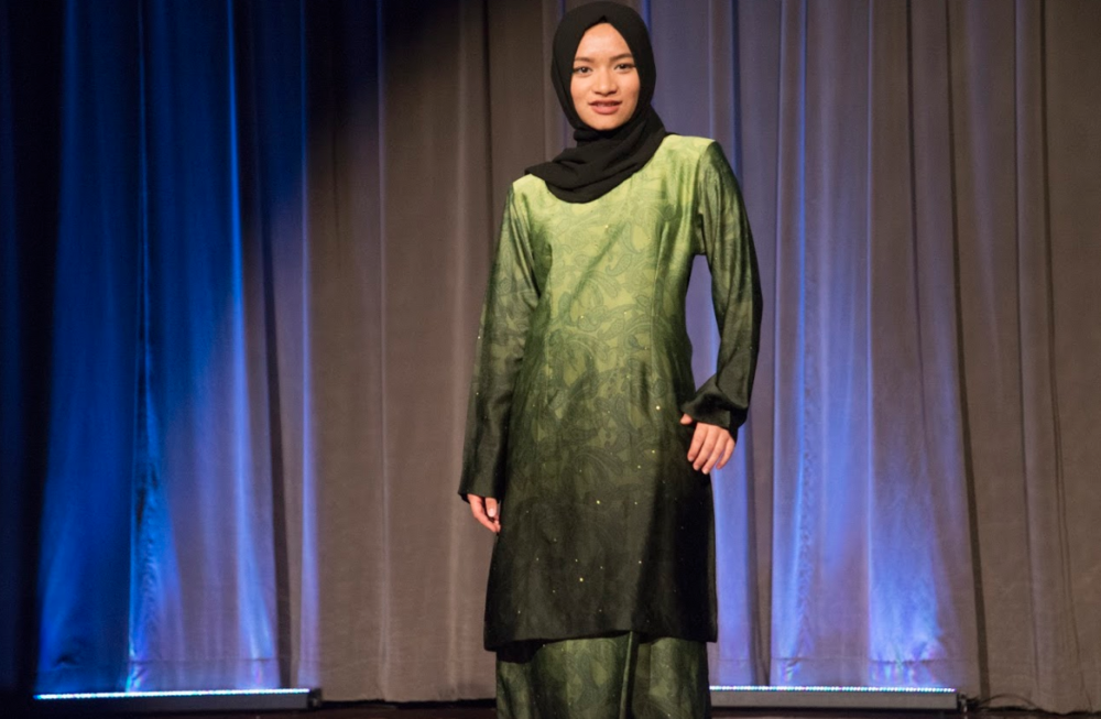 Nurin Salehuddin sports a Malaysian green ombre tunic, accessorizing with a black headscarf.