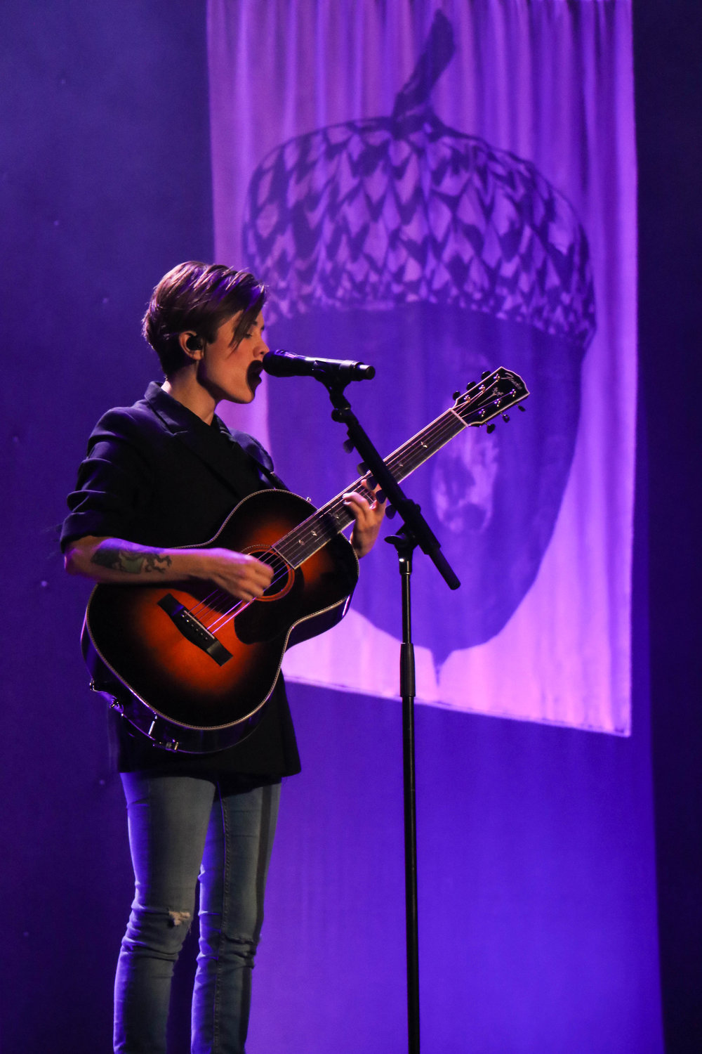 Tegan lost her voice for the second night in Austin but managed to sing some background vocals accompanied by stellar guitar playing.