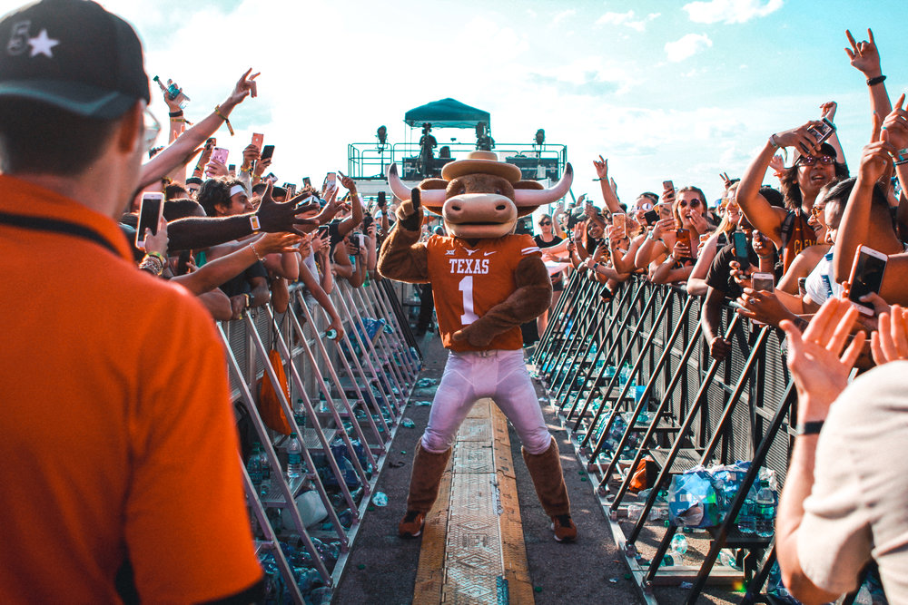 Hook 'Em helped fans cheer on Bun B.
