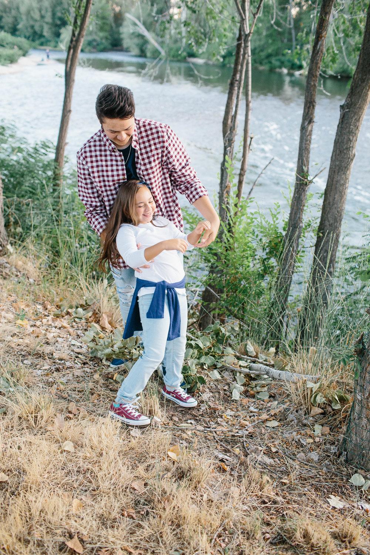 Boise photographer- boise family photographer- family photographer- boise river family session- boise river photography