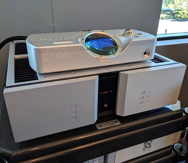 We got an incredible Vitus SIA 025 mkii in on trade!  Amazing integrated amp.  Pair it with a Chord DAVE dac and you are off to the races. Call us to purchase or audition! #audiophiles #audioporn