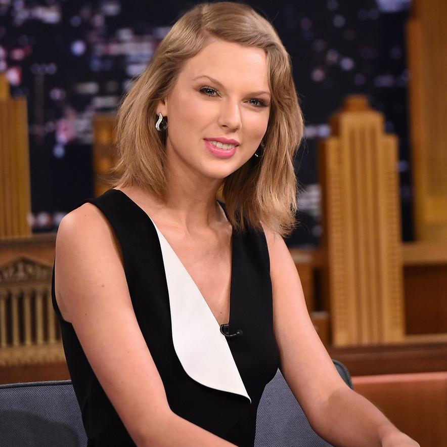 02 - 17 - 2015 Taylor Swift wearing Sachin & Babi