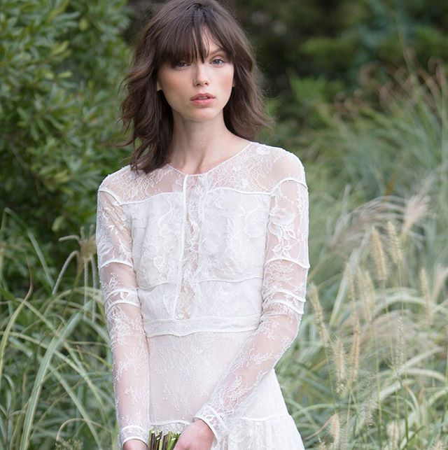 👰🏻🍂🌿🌾 Stunning @katiebraatvedt in our #fw17 Sylvie gown ✨ Discover our #Bridal retailers or make an appointment with us on sachinandbabi.com #NYFWbridal