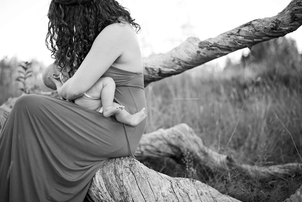 Port-Orchard-Breastfeeding-Photographer-Following-Seas-Photography-9958 copyBW copy.jpg