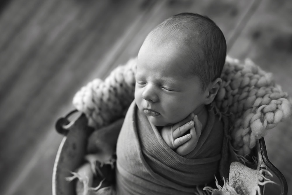 Charleston-Newborn-Photographer-FSP_9293BW copy.jpg