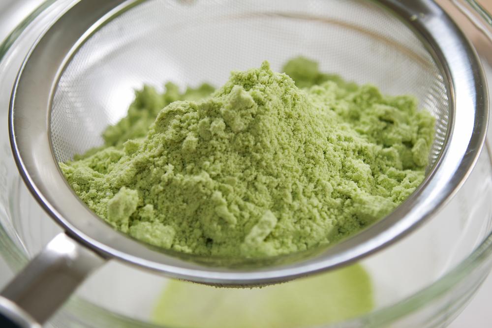 4. almond-flour-with-sugar-and-matcha-sift.jpg