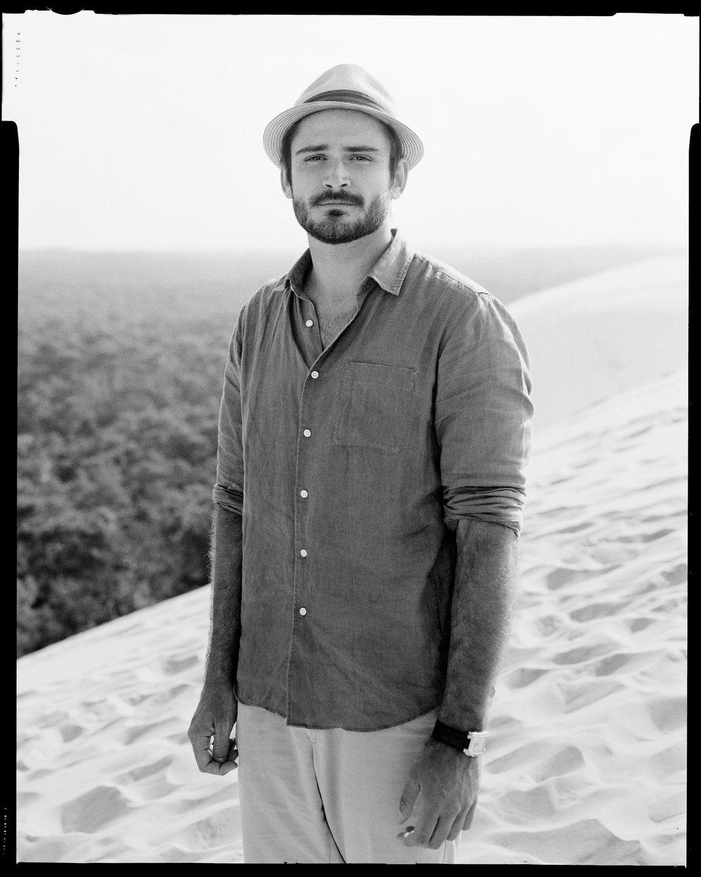 Roman Jehanno, - Artiste photographe, il élabore son travail autour de paysages grandioses au sein desquels l'Homme tient le premier rôle. Formé à l'École des Gobelins, ses séries photographiques personnelles de portraits s'intéressent principalement à l'homme au travail tandis que « 1 heure, 1 café, 1 clic » développe sa vision de l'individualité et du portrait intime. Il reçoit en 2014 le prix Hasselblad Master qui récompense son travail.
