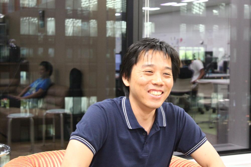 技術相談室 リードプログラマの山下さん。15年以上のITエンジニア経験を持つ。Javaをこよなく愛し、2年程までよりオープンソース活動を実施。Androidアプリや他のfacebookを参照するオープンソースにも活用される程の人気にまで成長。
