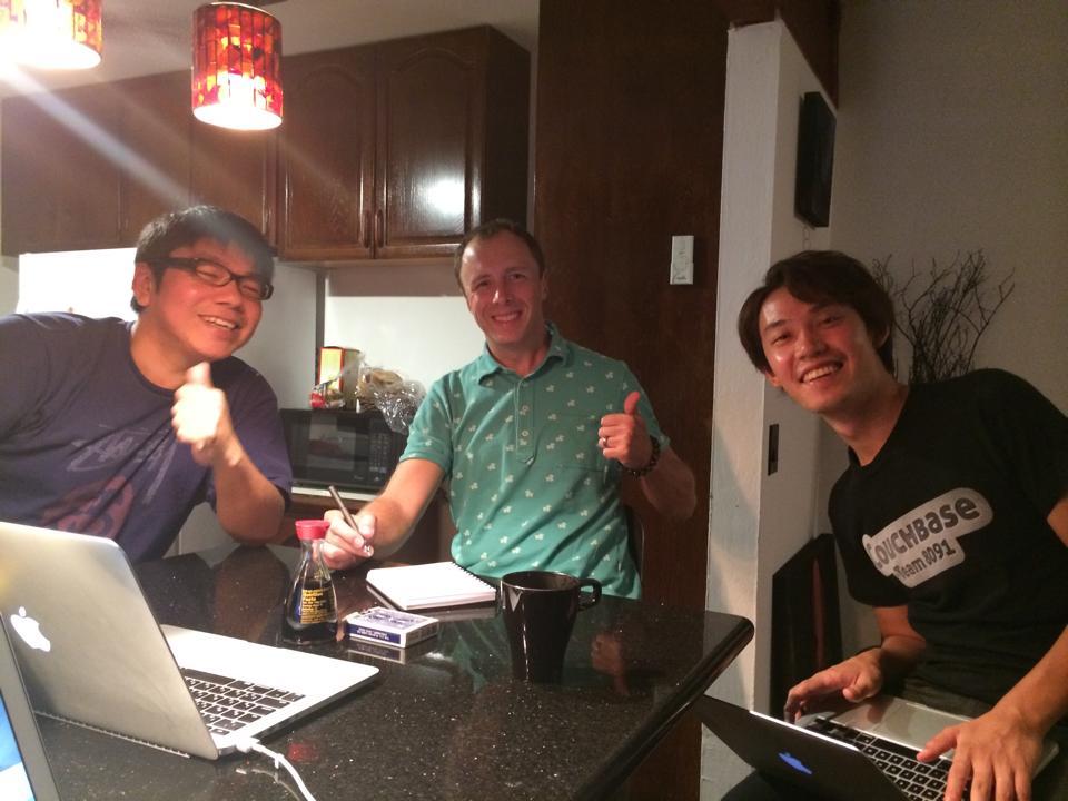 時にはスカイプで日本とつなげてミーティング。醤油は現地で調達したものです。