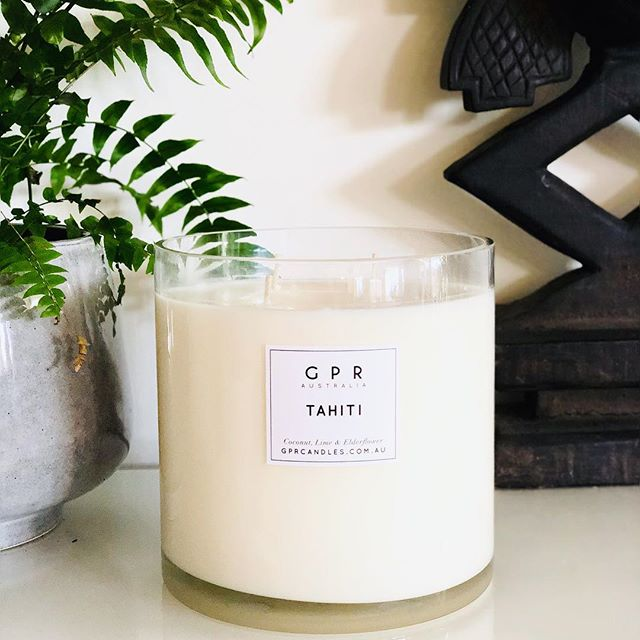 LIMITED TIME ONLY! Get our BIGGEST deluxe candle 2.8kg for only $99 (+ postage) . Have us hand pour you one of our jumbo deluxe candles in any scent you choose from our range for only $99 normally $145 and have it delivered before Christmas! . We have limited stock so please message us via Instagram or Facebook to put in your order xxx  #deluxecandle #love #luxe #candles #homewares #soy #interiors #interiordesign