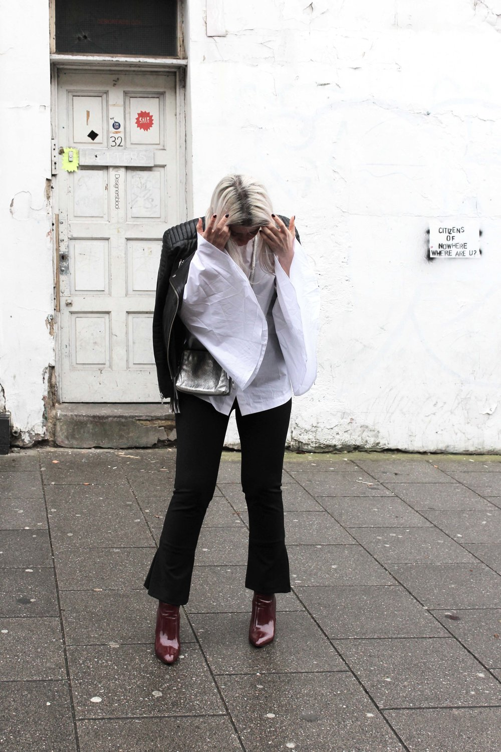 WIDE SLEEVES WHITE SHIRT AND FLARED TROUSERS NORTHERN MAGPIE