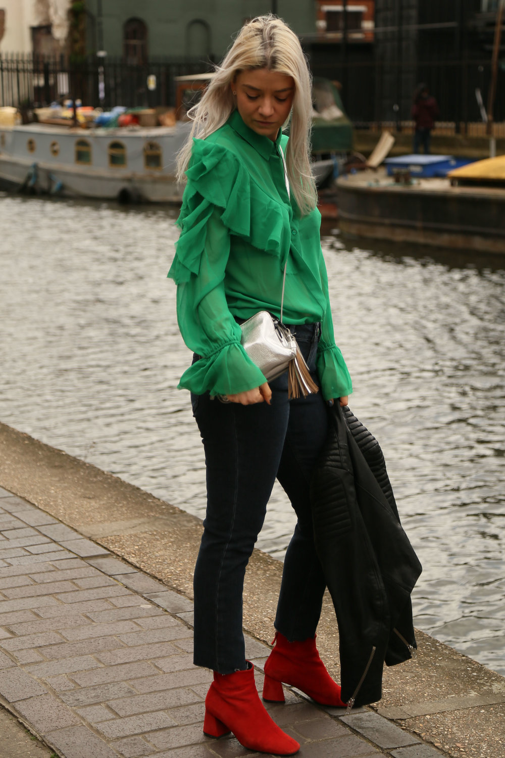 ruffle green shirt, asos jeans, red suede boots, silver bag, northern magpie, joey taylor