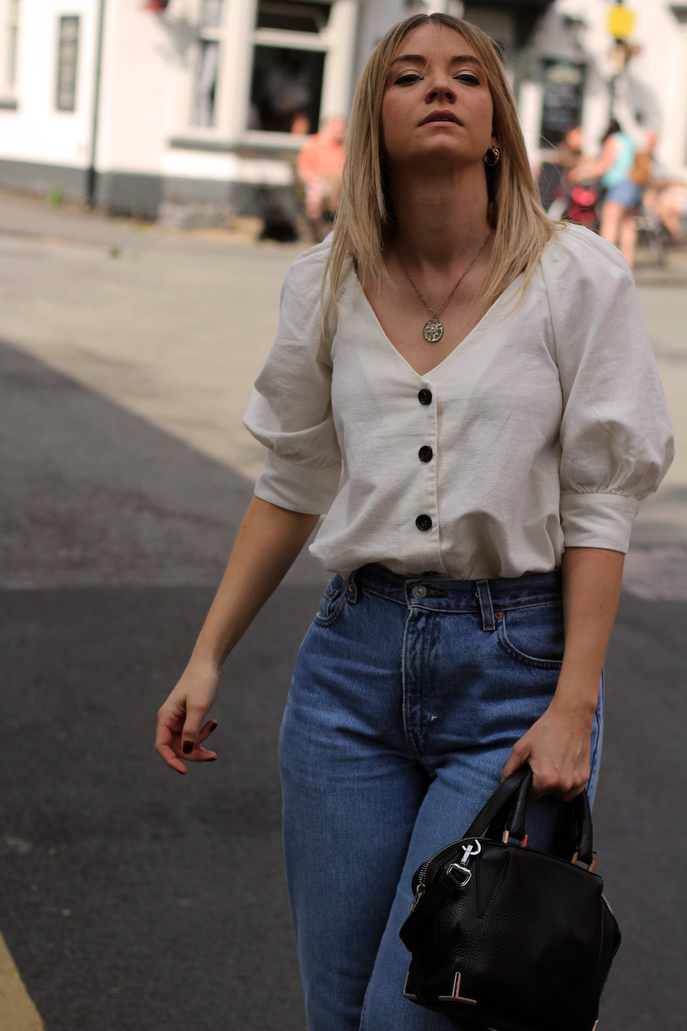 linen top, vintage jeans, northern magpie 1