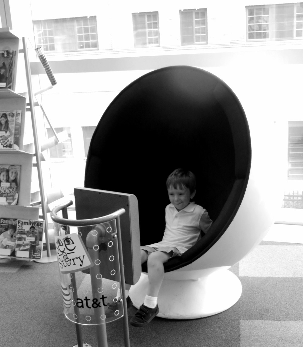 A read-aloud story pod in the Learning Curve.