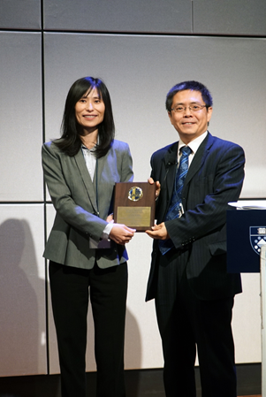 Dr. Xiuling Lu honored Dr. Yaning Wang SAPA-CT speaker award