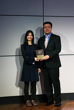 Miss Mingzhou Fu awarded Dr. Xianfeng Shen SAPA-CT outstanding speaker award