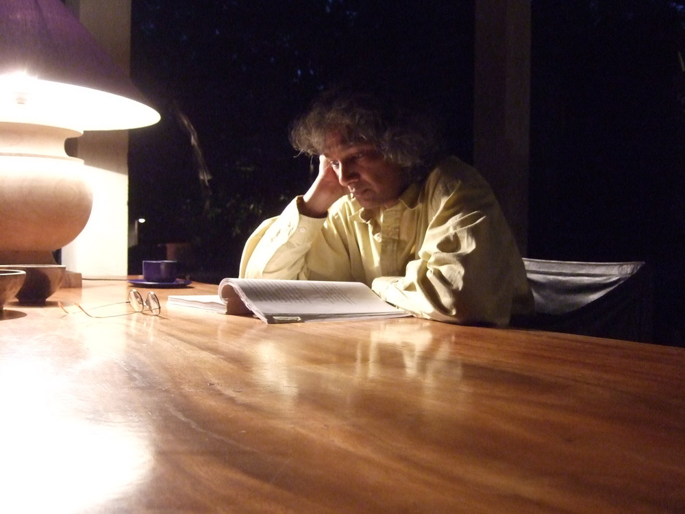 Reading draft in Galle 2010.jpg