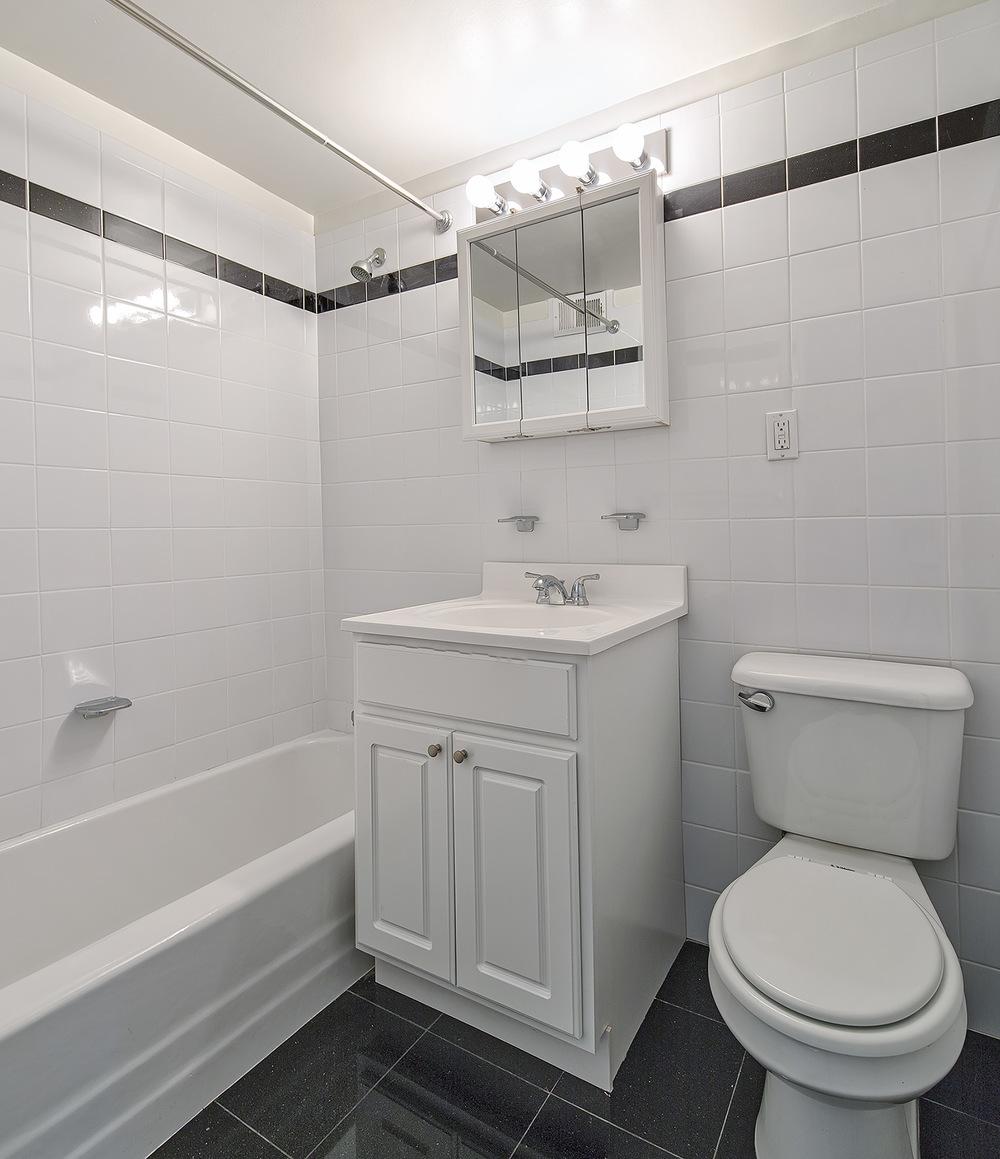 305E86 - Apt Bath.jpg