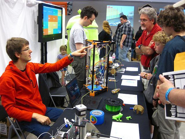 Seattle Mini Maker Faire, 2013. (Flickr: Majorbonnet)