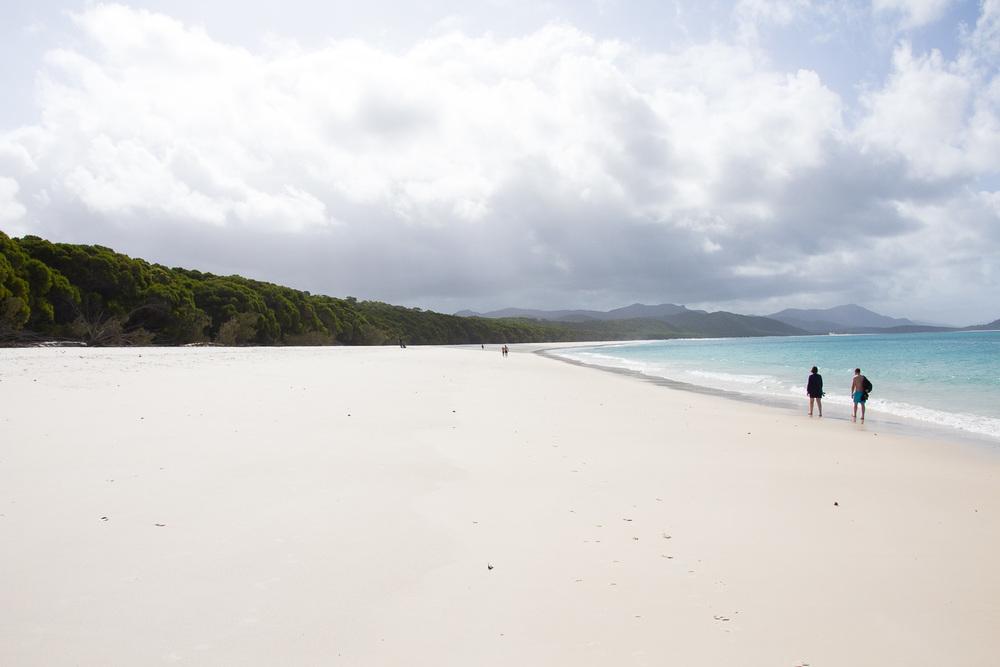 Een mooi wit zilver strand
