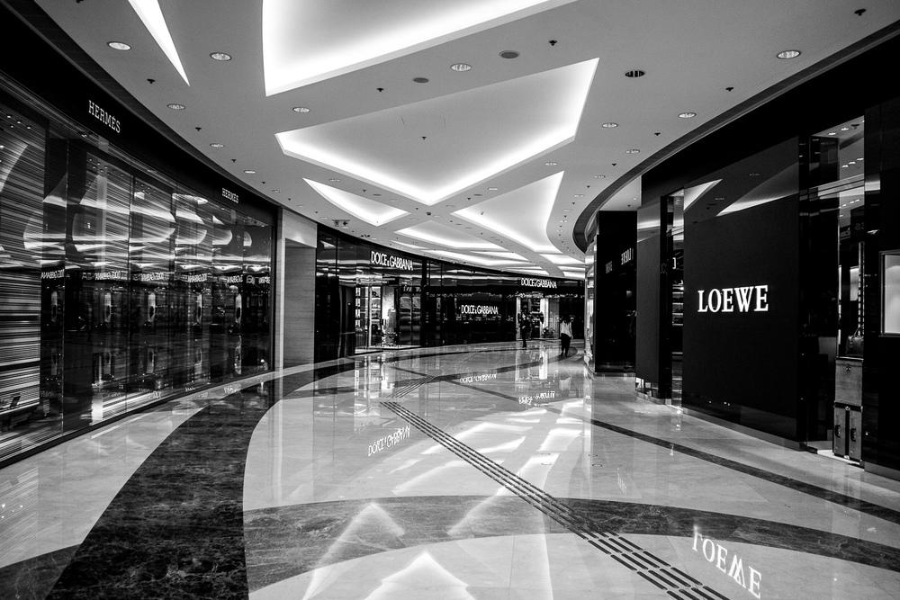 Kowloon arcade, vind het lijnenspel erg leuk om te zien en in zwart wit kwam dit er beter uit dan kleur.